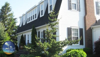 Historial Status Home in Niagara-On-The-Lake Gets Classic Exterior White/Black Refinishing
